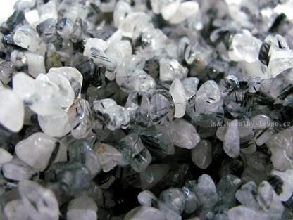 Korálky zlomky z minerálů